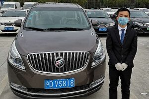 service safety driver wears mask and gloves